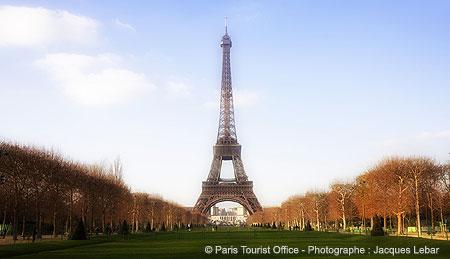 Eiffel tower on Champs de Mar in autumn